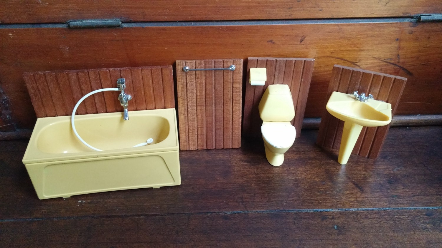 vintage lunby dollhouse salle de bain meuble r tro ann es 1970. Black Bedroom Furniture Sets. Home Design Ideas