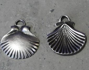 1 ea   scallop shell pendant #117