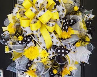 Summer Wreath, Bumble Bee Wreath, Front Door Wreath, Door Hanger, Summer Decoration