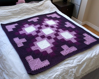 Crochet Blanket Pattern pdf: Quilt-Like blanket - granny square, child size, adjustable sizing, intermediate crochet pattern