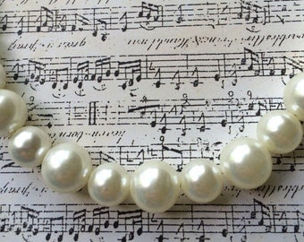 Simple Elegant Pearl Necklace