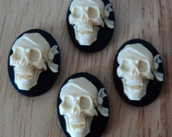 18mm x 13mm oval vertical resin cameo pirate laughing ivory on black background 4 pcs lot l