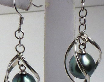 Sterling and Tahitian pearl dangle earring