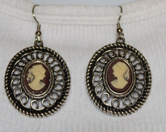Silver Vintage Cameo Dangle