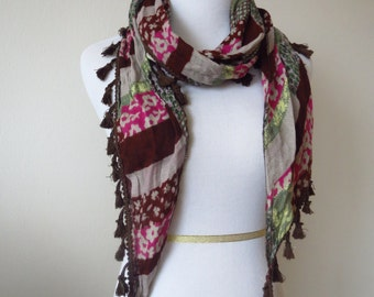 Irregular Triangle Floral Scarves with Tassels Plum Color