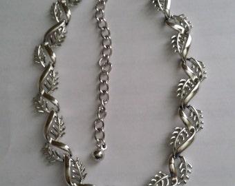Vintage CORO Silver Tone Leaf Leaves Pattern Choker Necklace