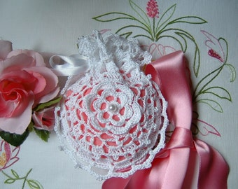 White cotton crochet wedding favor bag with a pink Center. Romantic wedding. Shabby chic style. Wedding gift