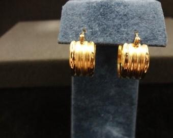 Beautiful 14k Yellow Gold Hoop Pierced Earrings