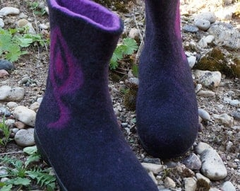 Felt snow boots for women with rubber sole. Handmade felt shoes. Felted wool boots. I can felt in all sizes or colors.
