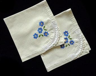 Vintage tablecloth/napkin, set of two