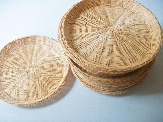 rattan wicker plates vintage picnic bbq camping paper plate. Black Bedroom Furniture Sets. Home Design Ideas