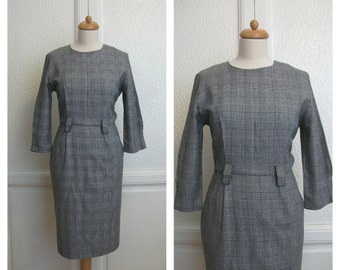 80s vintage pencil dress by Liz Claiborne. Houndstooth pattern black and white. Size M /L