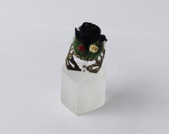 Black garden ring