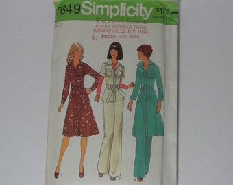 Vintage 1976 Sewing Pattern Simplicity 7649 Misses Retro Size 12 Bust 34 - Misses Dress or Top and Pants