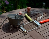 Group of Vintage Kitchenalia including Nutbrown Pastry Blender and 'The Moulinette'