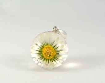 White Daisy Flower Pendant, Daisy Resin Pendant, Real Flower Pendant, White Silver Pendant, White no Chain Necklace, Flower Jewelry