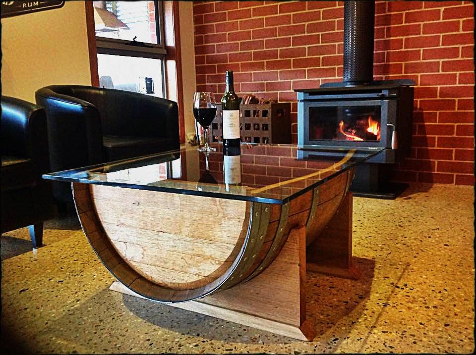 ch ne vin tonneau bois table basse avec plateau en verre. Black Bedroom Furniture Sets. Home Design Ideas