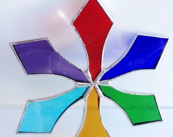 Stained Glass Snowflake !    SUNCATCHER    Many colors to choose from !