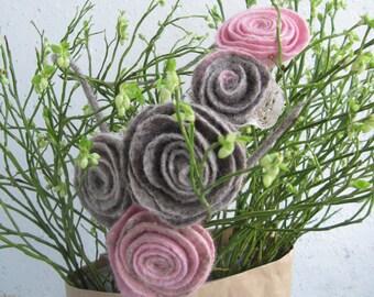 "Felted necklace boho ""Spring roses"" Wool necklace Boho necklace Pink grey necklace Taupe necklace Rose flower necklace Felt necklace"