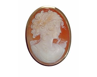Beautiful brooch and pendant carved cameo with woman and a harp 18kt yellow gold.
