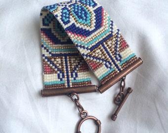 Beaded Bracelet. Seed bead bracelet. Loom bracelet. Beaded cuff. Toggle bracelet.