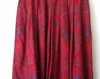 Paisley skirt, S, red paisley skirt, short skirt, career skirt, work skirt, red skirt, pleated skirt, 70s skirt, floral skirt