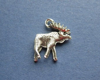 10 Moose Charms - Moose Pendants - Animal Charms - Antique Silver - 18mm x 17mm -- (No.48-10145)