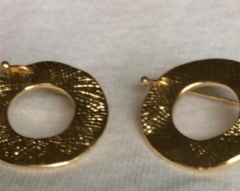 Textured Minimalist hook on earrings - Gold colored