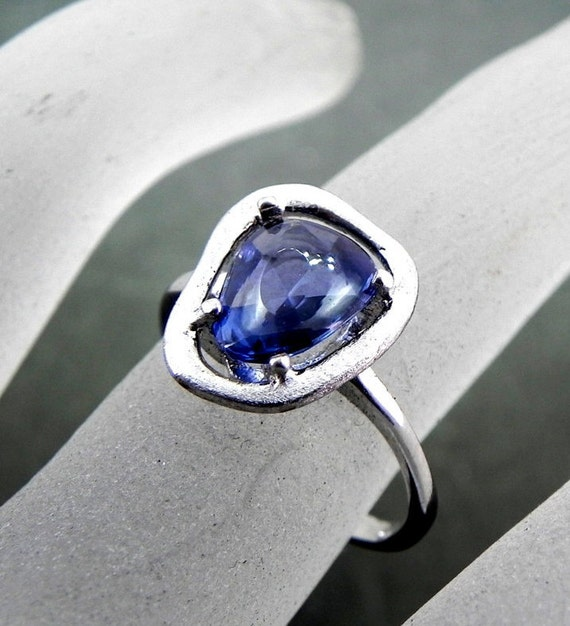 AAAA Blue Sapphire Rose cut Natural   1.92 Carats  in a 14K white gold ring 0967