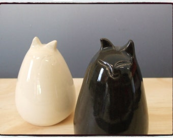 Second Sale-Cute Black and White Cat Salt and Pepper Shakers Set by misunrie