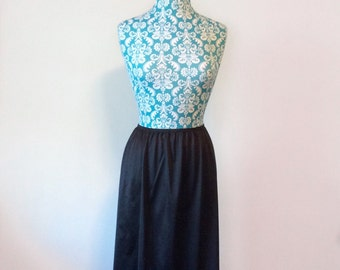 vintage black half slip // lace hem 1970s 70s // basic skirt career slip