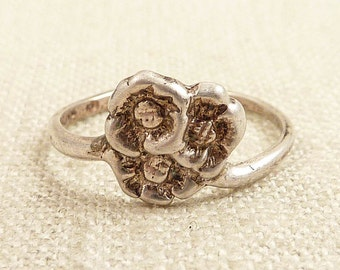 Size 8.5 Vintage Gathered Sterling Flowers Ring
