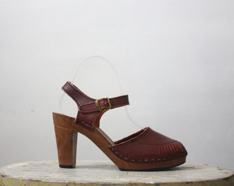 vintage merlot leather sandals / size 6