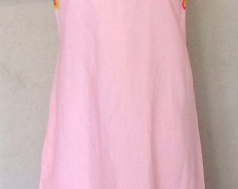 1960s Vintage Smock Dress - Lisa Smock by Lisanne - Pink Shift Dress w/ Crewel Floral Embroidery - Summer Casual - Cool and Comfy - 38 Bust