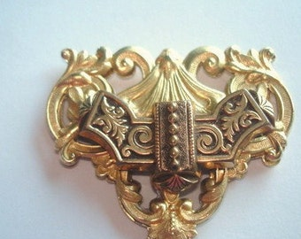 Gold Tone Vintage Brooch