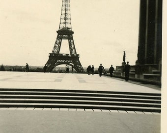 Eiffel Tower original photograph 40s pre-war paris france tourist snapshot agfa-lupex paper