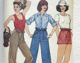 70's  Vintage Butterick Sewing Pattern 5902 Super Easy Pants, Capri and Shorts Sz Small-Med- Large