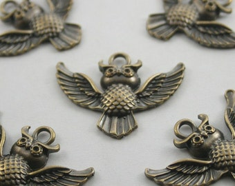 10 pcs.Antique Brass Flying Owl Charms Pendants Decorations Findings 30x24 mm. O 354
