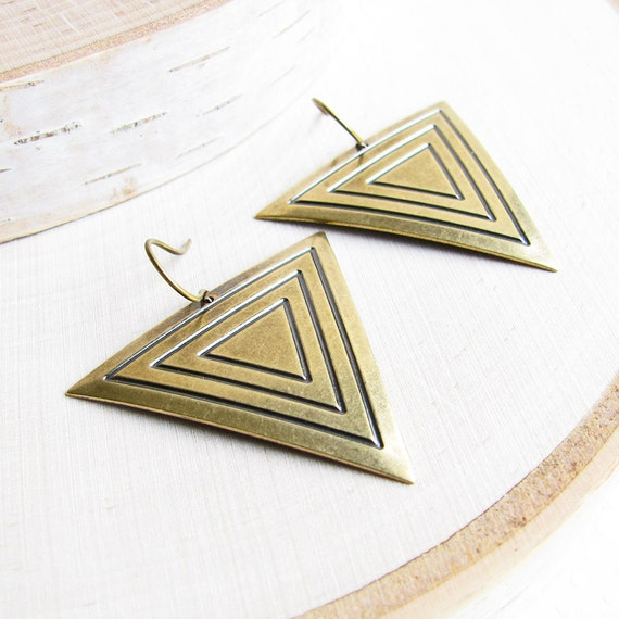 large triangle earrings antiqued brass dangle by simplesquirrel. Black Bedroom Furniture Sets. Home Design Ideas