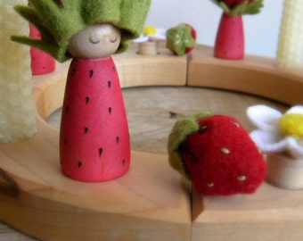 Strawberry Princess Birthday Ring Decor, Strawberry Small Wooden Peg Doll, strawberry crown, Girl Birthday, red, green, wood burned