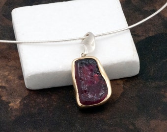 Tourmaline Necklace, Natural Dark Pink Raw Tourmaline Pendant 18 K Gold and Sterling Silver, Tourmaline Jewelry, Raw Stone Necklace for Her