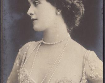 Lina Cavalieri, Example of Signature on Italian Card, from Reutlinger Series, circa 1900