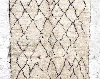 BENI OUARAIN RUG - Vintage Moroccan Wool Rug - Splashes Color