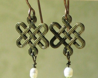 Celtic Knot Earrings with Peridot and Pearl / Scottish Jewelry / Irish Jewelry