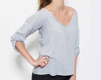 light grey top, viscose voile, shirt, serenity blue top, voile top, blue top, blue shirt, v neck shirt, v neck, loose fit, 3/4 sleeves