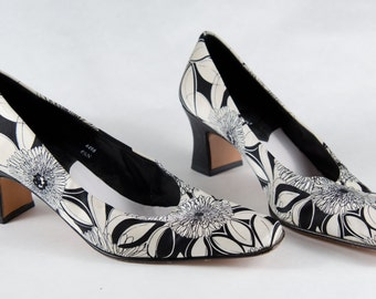 Vintage Shoes J. Renee Black White Floral Silk Fabric Pumps Two Tone Size 6.5 N - B4
