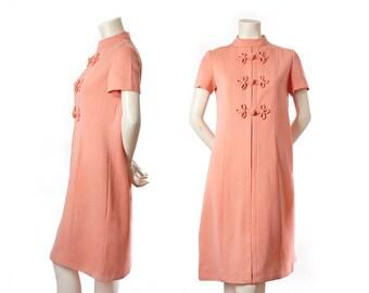 Vintage 60s Mad Men peach pink shift dress -- midcentury dress -- size medium / large
