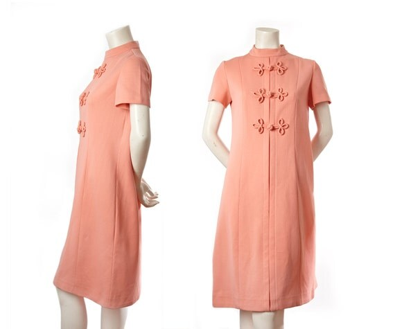 Vintage 60s Mad Men peach pink shift dress -- midcentury dress -- size medium / large