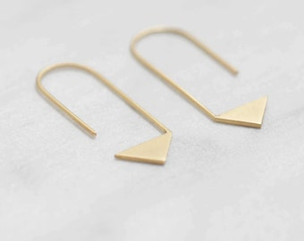Pointy pendants earrings in matte silver or gold filled // minimal earrings // Triangle thread // GM017