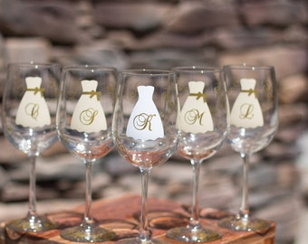 Bridesmaids personalized wine glasses, Set of 7. Wedding party personalized glasses for bride and bridesmaids. Maid of honor gift. Wedding